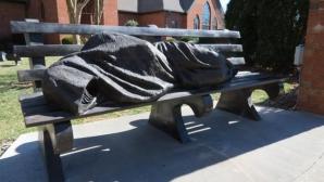 Statuia unui Iisus homeless i-a speriat pe membrii unei comunități bogate din SUA