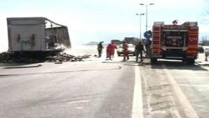 Un TIR care transporta un carusel a ars în totalitate pe E 70, în Caraş-Severin