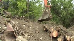 Din cauza ploilor, localitatea Băile Olăneşti este ameninţată de alunecări de teren