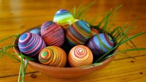 Invaţă cum să decorezi diferit ouăle de Paşte