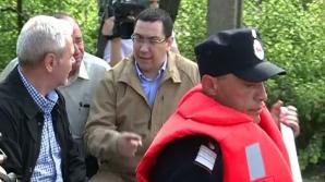 PONTA, ÎN VIZITĂ LA SINISTRAŢI: Guvernul va aloca bani pentru un dig în Teleorman
