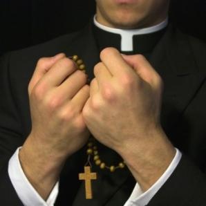 """DOSAR HISTORIA. Clericii, preoţii și călugării: din amvon pe """"frontul secret"""""""