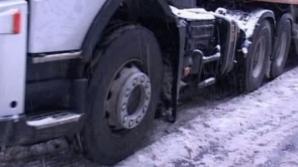 Tiruri blocate în zăpadă, la Suceava