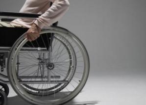 INCREDIBIL! A furat scaunul cu rotile al unei persoane cu handicap, care adormise în gară