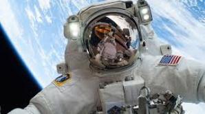"""Un astronaut de pe Staţia Spaţială Internaţională a publicat primul """"selfie"""" realizat pe orbită"""