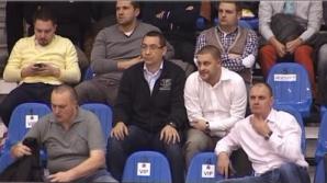 Victor Ponta, la baschet cu mogul Sebastian Ghiță și prietenii