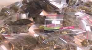 Bărbat prins cu droguri ascunse în şosete la intrarea în ţară, în Vama Albiţa