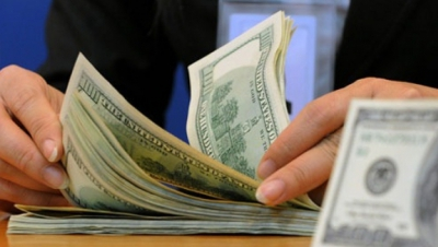 CURS BNR. Dolarul bate record după record la BNR. Moneda americană, la un nou maxim istoric
