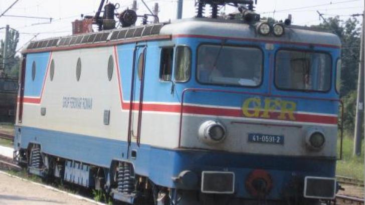 Adolescent de 16 ani, mort electrocutat după ce a vrut să se fotografieze pe un tren în Gara Băneasa