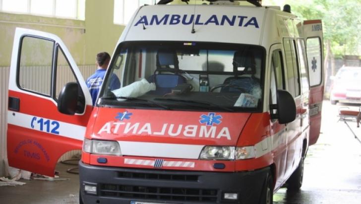 Zece elevi la spital după ce li s-a făcut rău din cauza laptelui primit la şcoală