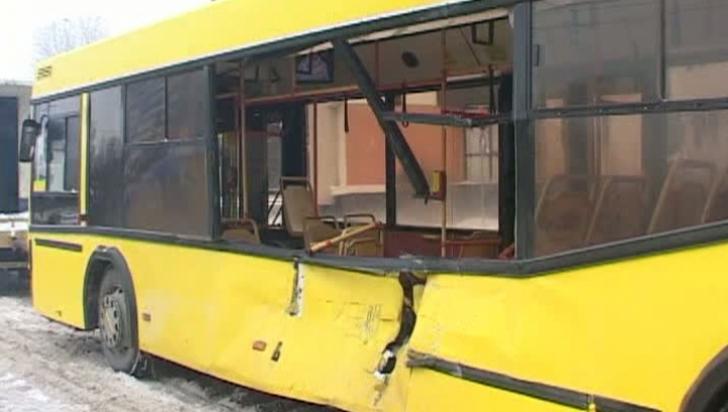 ACCIDENT ÎN PRAHOVA cu un autobuz în care se aflau 24 de pasageri