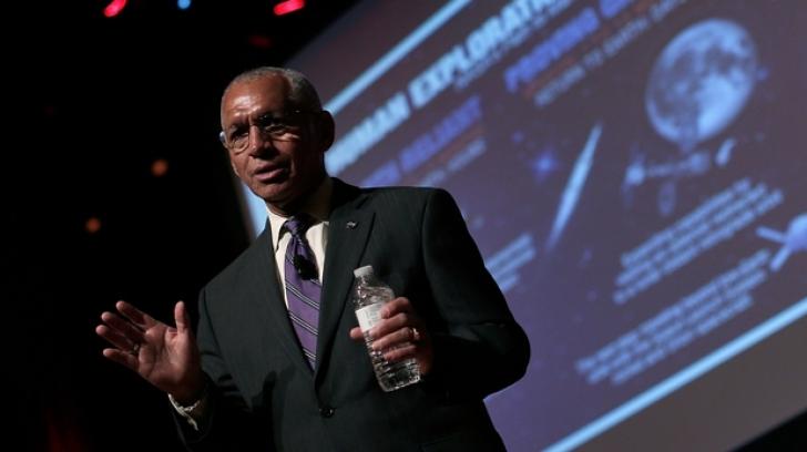 Şeful agenţiei spaţiale americane, Charles Bolden, afirmă că supravieţuirea omenirii depinde de o misiune a astronauţilor pe Marte.