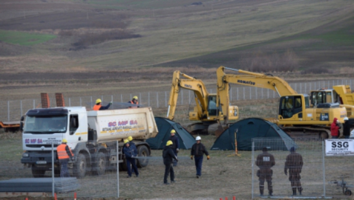 Tribunalul Vaslui a suspendat procesul pe tema referendumului exploatării gazelor de şist la Puieşti