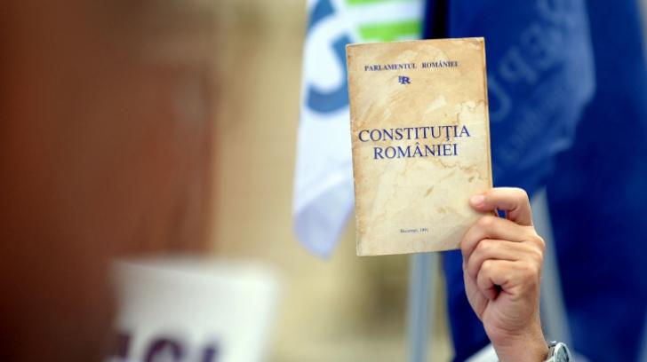 NOUA CONSTITUŢIE: Comisia de revizuire aşteaptă până pe 30 aprilie amendamente la proiect