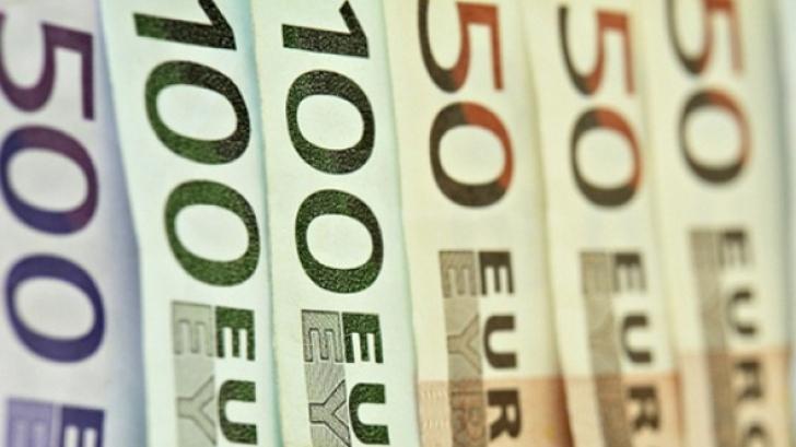 Leul pierde teren în faţa euro