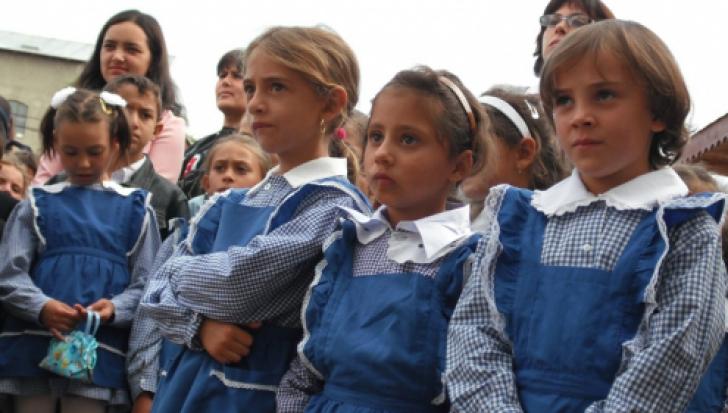 Prima zi de şcoală, liberă pentru părinţi - proiect legislativ avizat negativ de Guvern