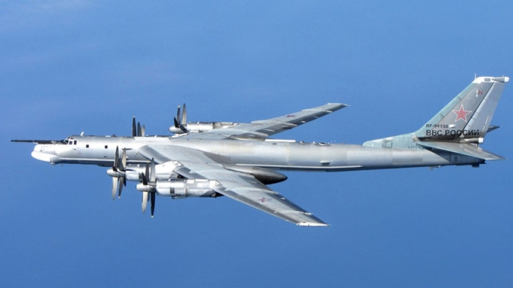 Dmitri Rogozin a ameninţat că data vitoare va zbura la bordul unui bombardier Tupolev