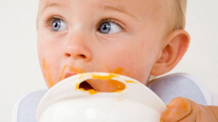 Ce îi dai să mănânce copilului de un an?