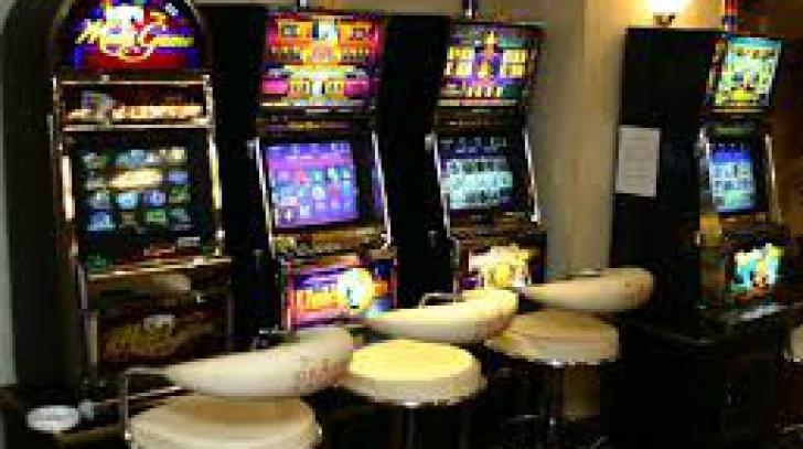 Proiect prin care jocurile slot-machine urmau să funcţioneze doar în cazinouri, respins de Senat