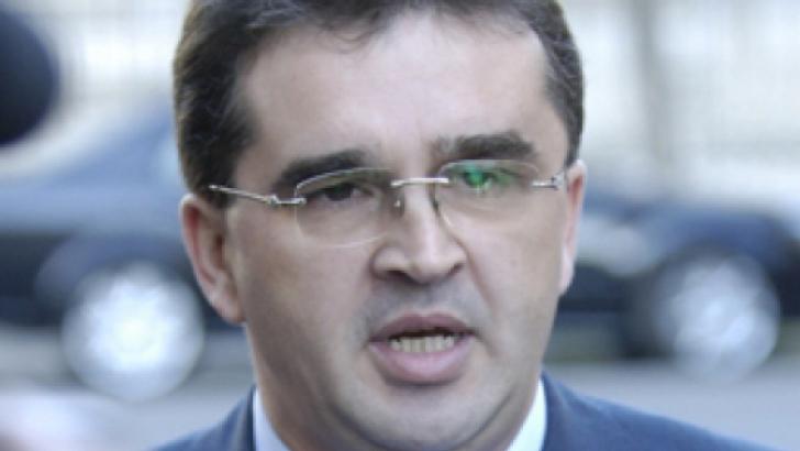 Oprişan: Se urmăreşte destructurarea PSD, în speranţa că partidele create de Băsescu vor câştiga