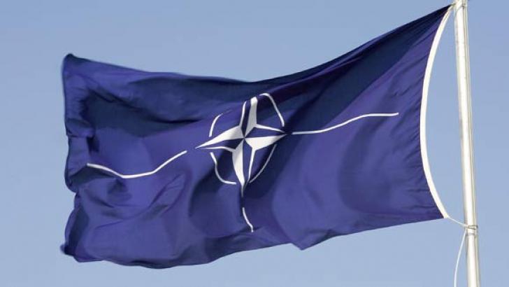 NATO suspendă cooperarea cu Rusia, dar menţine dialogul politic