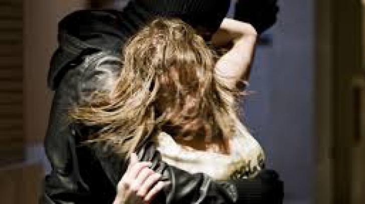 Potrivit reprezentanţilor Poliţiei Judeţene Constanţa, răpirea fetei a fost anunţată de un martor care a văzut cum tânăra a fost luată cu forţa de pe stradă.