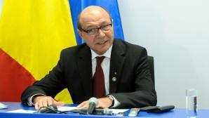 Băsescu:Vreau să merg să văd dacă bălteşte apa pe terenurile de la Nana, o să pun pozele pe Facebook