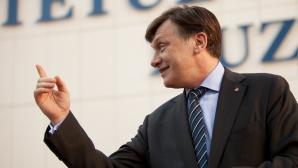 Antonescu, către Băsescu şi Ponta: Opriţi-vă! Ţara trebuie să meargă înainte / Foto: MEDIAFAX