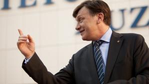 Antonescu: Ponta mă acuză cu nerușinare de asociere cu Băsescu, dar el a semnat pactul de coabitare / Foto: MEDIAFAX