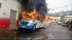 TRAGEDIE. Treizeci şi unu de copii au ars de vii într-un autocar, în Columbia