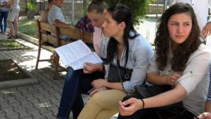 """Examenul de Bacalaureat din acest an """"se ţine"""", a spus, miercuri, premierul Victor Ponta"""