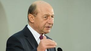Băsescu avertizează: Nimeni din cei care fură să nu stea liniștit!