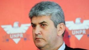 Ordin al lui Oprea: Onorul se dă tuturor demnitarilor la ceremonii; Băsescu: Să nu fim penibili