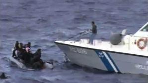 Zeci de persoane au murit după ce două vapoare cu imigranţi au naufragiat