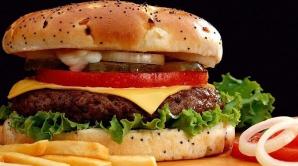 DOSAR HISTORIA. Cum s-a născut Hamburgerul, chifteluţa americană cu nume nemţesc?