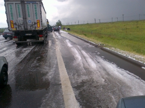 Urmările unei ploi cu grindină pe autostrada A1
