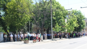 Cozi uriaşe în Chişinău, la secţiile de vot