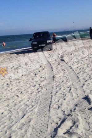 Cum parchează un cocalar pe plajă, de 1 MAI FOTO: cancan.ro