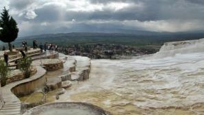 Terasele de la Pamukkale sunt supranumite a opta minune a lumii