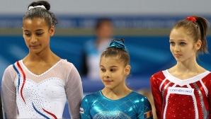 Laura Jurcă (în centrul fotografiei), medalie de argint la sărituri, la Campionatul European de la Sofia
