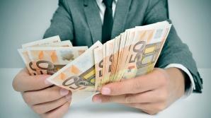 Doi inspectori din ANRE, reţinuţi după ce au fost prinşi când primeau mită 1.000 de euro