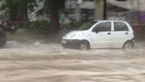 Trafic rutier blocat sau îngreunat pe șase drumuri naționale din cauza alunecărilor de teren