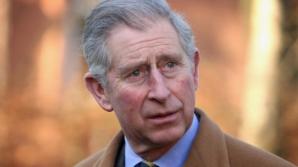 Prinţul Charles, aplaudat la ieşirea din Biserica Neagră de braşoveni şi turişti