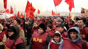 Zeci de sindicalişti au pichetat Poşta Română. Conducerea i-a invitat la dialog