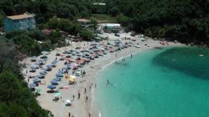 Statul elen vinde cele mai frumoase plaje din Grecia