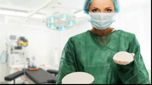Şapte femei cer despăgubiri după ce şi-au făcut implant cu silicon