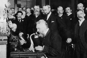 Alexander Graham Bell, inventatorul telefonului