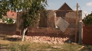 Un bărbat a murit după ce peretele unei case la demolarea căreia lucra a căzut peste el