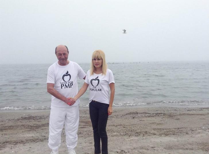 Traian Băsescu, alături de Elena Udrea, în tricoul PMP / Foto: Facebook