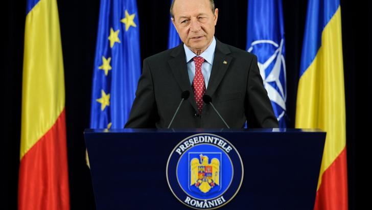 Băsescu: Nici oamenii politici, nici mulţi români nu se străduiesc să înţeleagă intelectualitatea